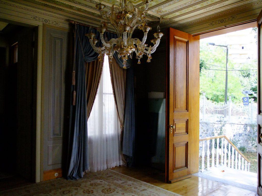 Giriş yaptığımız kapının içeriden görünümü. Pırlantadan Kubbeler #3 : Ertuğrul Tekke Camii - 24 1024x768 - Pırlantadan Kubbeler #3 : Ertuğrul Tekke Camii