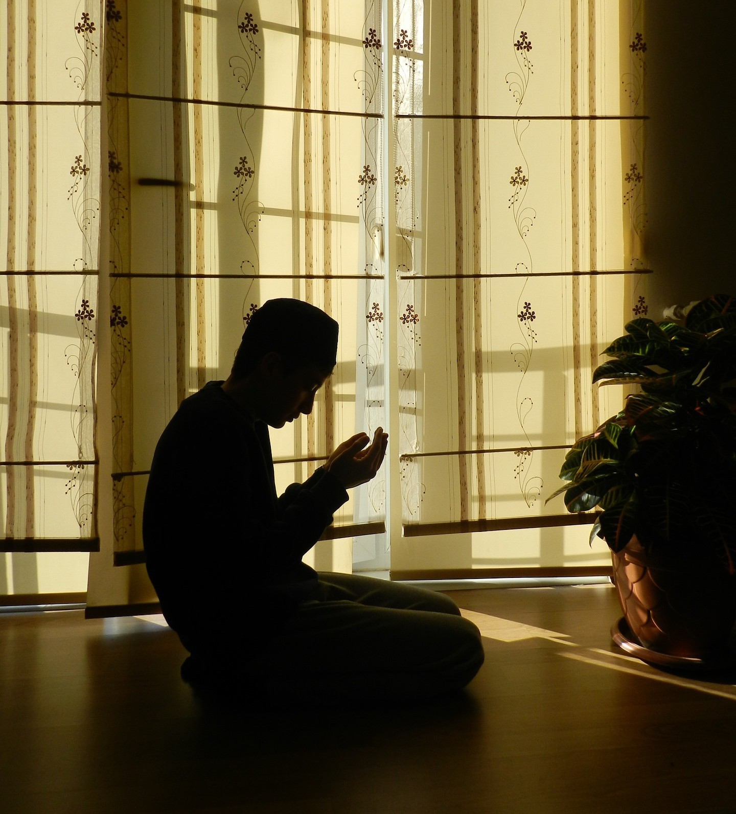 Bizi, Bir Yapan Değerler - prayer 963859 1920 e1446243895312 - Bizi, Bir Yapan Değerler