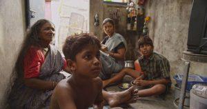 kakka-muttai-movie-stills-7 Zeytin Gözlü Çocukların Sineması: Hindistan - KAKKA MUTTAI MOVIE STILLS 7 300x158 - Zeytin Gözlü Çocukların Sineması: Hindistan