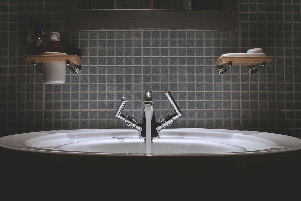 bir acayip bilgiler #23: lavabodan su niçin sağa dönerek boşalıyor? - j4wntlfenr0 dan watson - Bir Acayip Bilgiler #23: Lavabodan su niçin sağa dönerek boşalıyor?