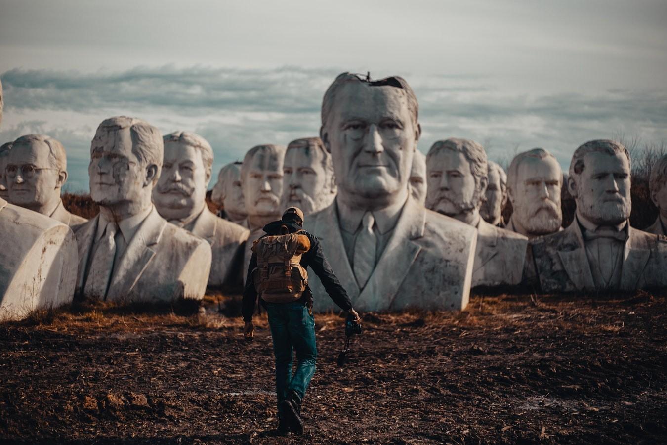 başka hayatlara figüran olmak - heykel - Başka Hayatlara Figüran Olmak